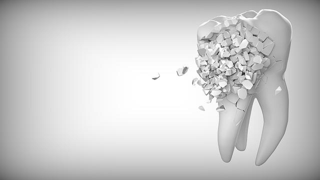 砕け散る歯